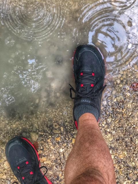 Ideales Schuhwerk für den nassen Herbst: Topo MT-3 und Columbia Montrail Caldorado III OutDry